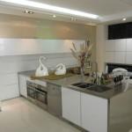 Белый шкаф для кухни – прекрасный выбор